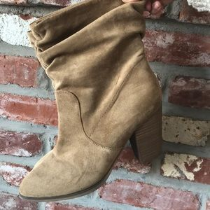 MOSSIMO women's crunch suede booties size 8 tan